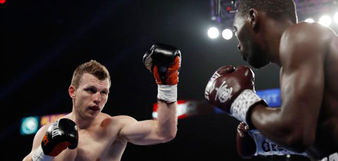 Crawford gana tricampeonato con clase magistral ante Horn